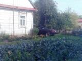 Люксовые машины, странно смотрящиеся на фоне деревень в российской глубинке