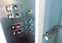 В Тарту погиб ремонтировавший лифт рабочий