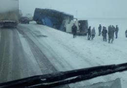 На шоссе Таллинн-Тарту столкнулись фургон и автобус