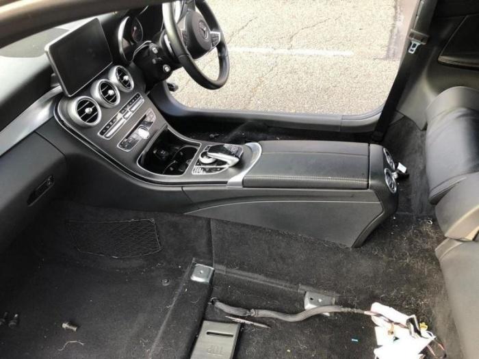 В Великобритании воры разобрали Mercedes прямо возле дома его владельца