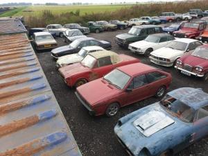 В Англии нашли старые амбары, в которых хранилось больше сотни ретро-автомобилей