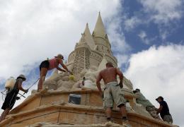 Во Флориде строят самый высокий в мире замок из песка