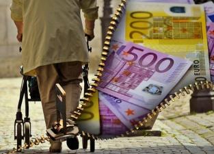 Людям в возрасте от 60 лет деньги из второй пенсионной ступени выплачиваются сразу
