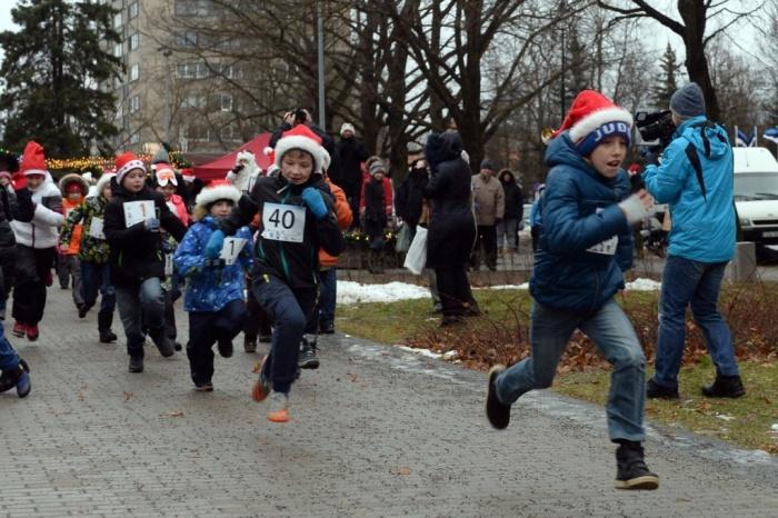Видео. В Нарве состоялся Благотворительный рождественский забег