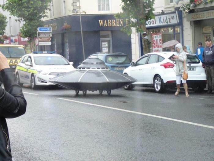 Ирландские дорожные полицейские задержали летающую тарелку