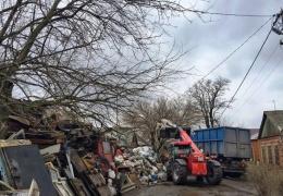 Ростовчанин пять лет копил мусор во дворе частного дома