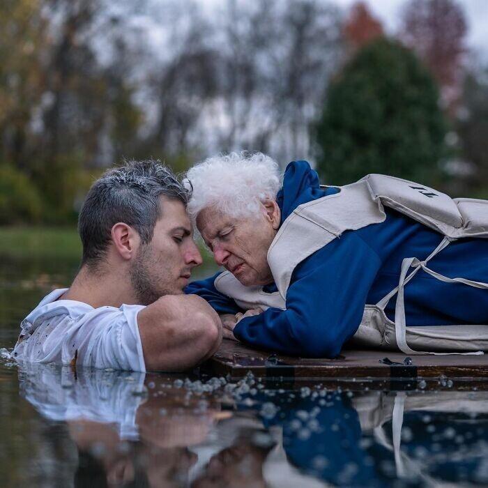 Бабушка и внук стали звездами интернета