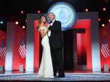 Трамп на балу в честь инаугурации взорвал зал танцем с женой Меланьей