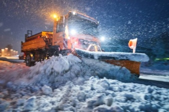 Заметает зима: снегопады в Баварии и Австрии вызвали пробки на дорогах и отмену авиарейсов