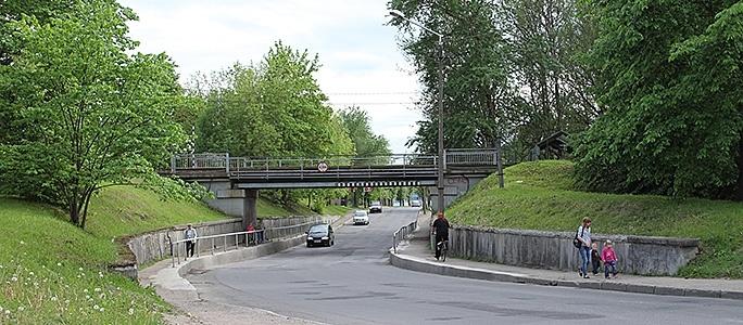 Ямами под мостом займутся после Дней города