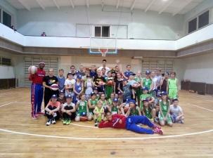 Гарлем шоу в Нарве! Тренировку нарвских юных баскетболистов провели участники команды «Гарлем Глобтроттерс»