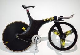 Lotus построил инновационный трековый велосипед с уникальной передней вилкой
