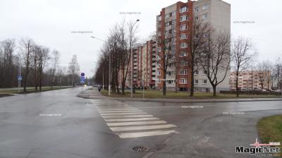 В Нарве автомобиль сбил женщину и скрылся с места происшествия
