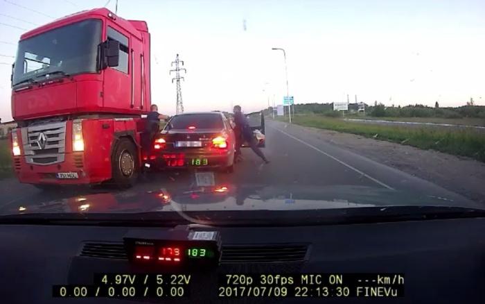 В Нарве пьяный водитель на скорости 180 км/ч пытался скрыться от полиции