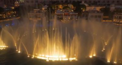 Шоу фонтанов у казино Беладжио в Лас Вегасе под музыку Тиесто