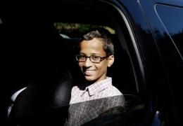 Американский школьник, арестованный за самодельные часы, требует компенсацию в 15 млн долларов