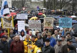 В Тарту на Первомай прошла демонстрация против повышения топливного акциза