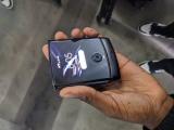 Представили Motorola Razr: складной смартфон для «бедных»