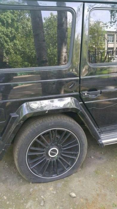 В Санкт-Петербурге обокрали и «распотрошили» Mercedes-Benz G-Class