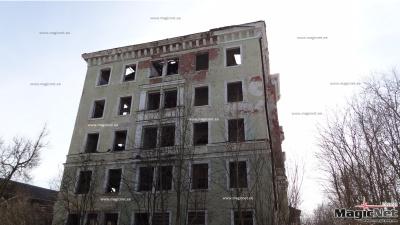 Собственник разваливающегося здания в центре Нарвы предложил горуправе его купить