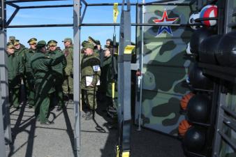 Спортивный полевой уголок российской армии