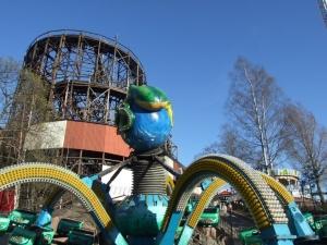 В луна-парке Linnanmäki в Хельсинки из аттракциона выпала 9-летняя девочка