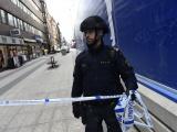 Грузовик въехал в толпу в центре Стокгольма, есть погибшие