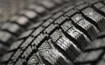 При сохранении зимних погодных условий ошипованные шины можно не менять до 30 апреля
