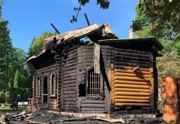 Настоятель храма Корнилий: пожары продолжатся, если мы не найдем того, кто поджигает нам храм