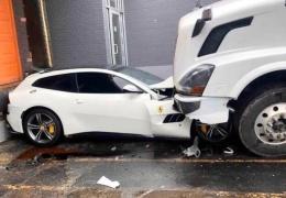 Отомстил боссу! Рассерженный дальнобойщик заехал на Ferrari своего начальника
