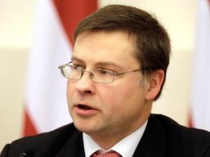 Премьер Латвии уходит в отставку вместе с правительством из-за обрушения супермаркета в Риге