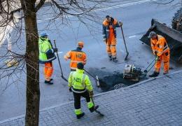 В Нарве к июлю понизят бордюры на нескольких пешеходных переходах