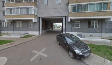 Находчивый житель дома переделал арку под гараж