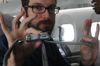 Почему в самолете всегда необходимо пристегиваться ремнями безопасности