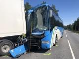 ФОТО: в столкновении рейсового автобуса и грузовика в Харьюмаа пострадали 26 человек