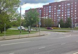 В Нарве водитель сбил пешехода и доставил его в больницу