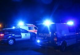 Водителю стало плохо: в Ида-Вирумаа автобус с шахтерами врезался в дерево, пострадали пять человек