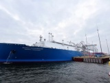 Российское судно несколько раз гудками прерывало речь президента Египта у Суэцкого канала
