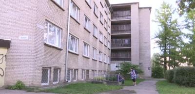 Муниципальное жилье в Нарве: город намерен обустроить душевые и разобраться с асоциалами