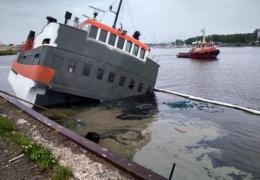 В пярнуском порту по непонятной причине тонет пустой паром