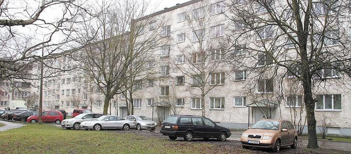 Власти Нарвы обяжут квартирные товарищества привести парковки в порядок
