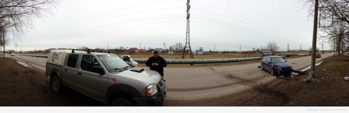 В Нарве автомобиль въехал в столб уличного освещения