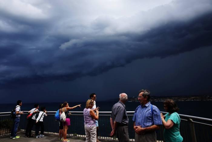 Потрясающие грозовые тучи в небе над Сиднеем