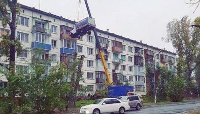 Влюбленный романтик из Бийска поднял ГАЗель на пятый этаж