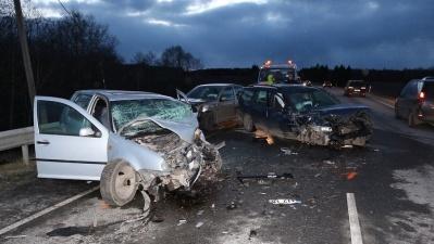 В Ида-Вирумаа в столкнулись четыре автомобиля, пострадали шесть человек