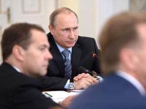 Путину предложили уничтожать попавшие в Россию санкционные продукты, он согласен