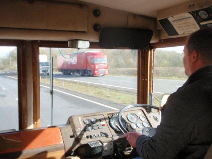 Автобус Маргарет Тэтчер, способный выдержать взрыв бомбы и химическую атаку, выставлен на продажу