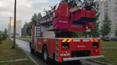 ВИДЕО: в Нарве загорелась квартира на улице Даумана
