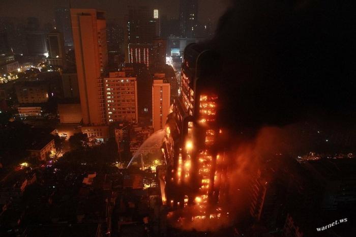 Адский пожар в китайском небоскребе