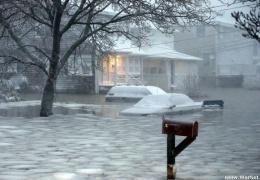 В Новой Англии, США, устраняют последствия сильной снежной бури